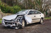 rozbity, zniszczony samochód
