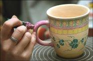 Kubek malowany ręcznie, ceramika bolesławiecka