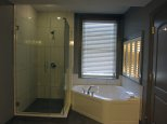 łazienka z dużą wanną